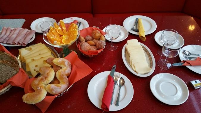 Crailsheim - Alemanha (Café especial feito pelo meu padrinho, com direito a mesa reservada e tudo, como não amar?)