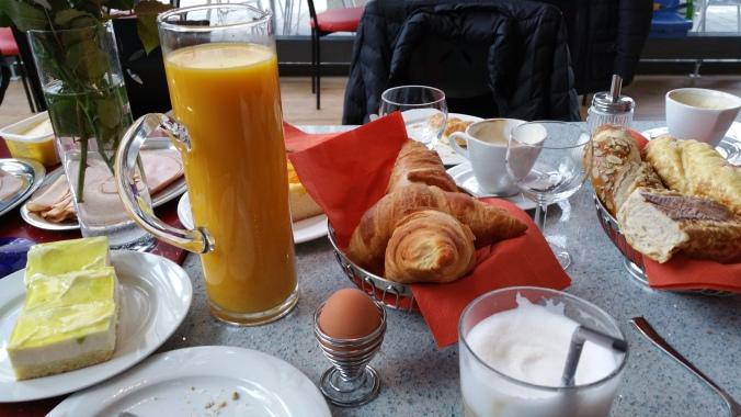 6. Viajando em 3... 2... 1... - Café da manhã na Europa
